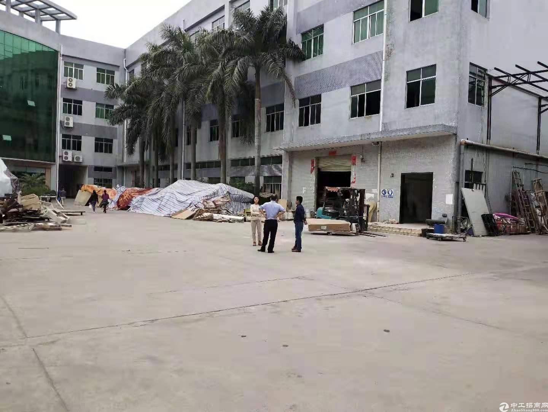 龙岗新生独院厂房仓库1万平小面积800平起分租一楼厂房高6米