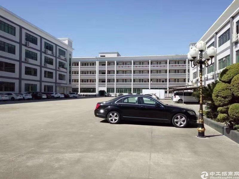 广州黄埔占地17亩建筑28000㎡花园式国有双证厂房出售