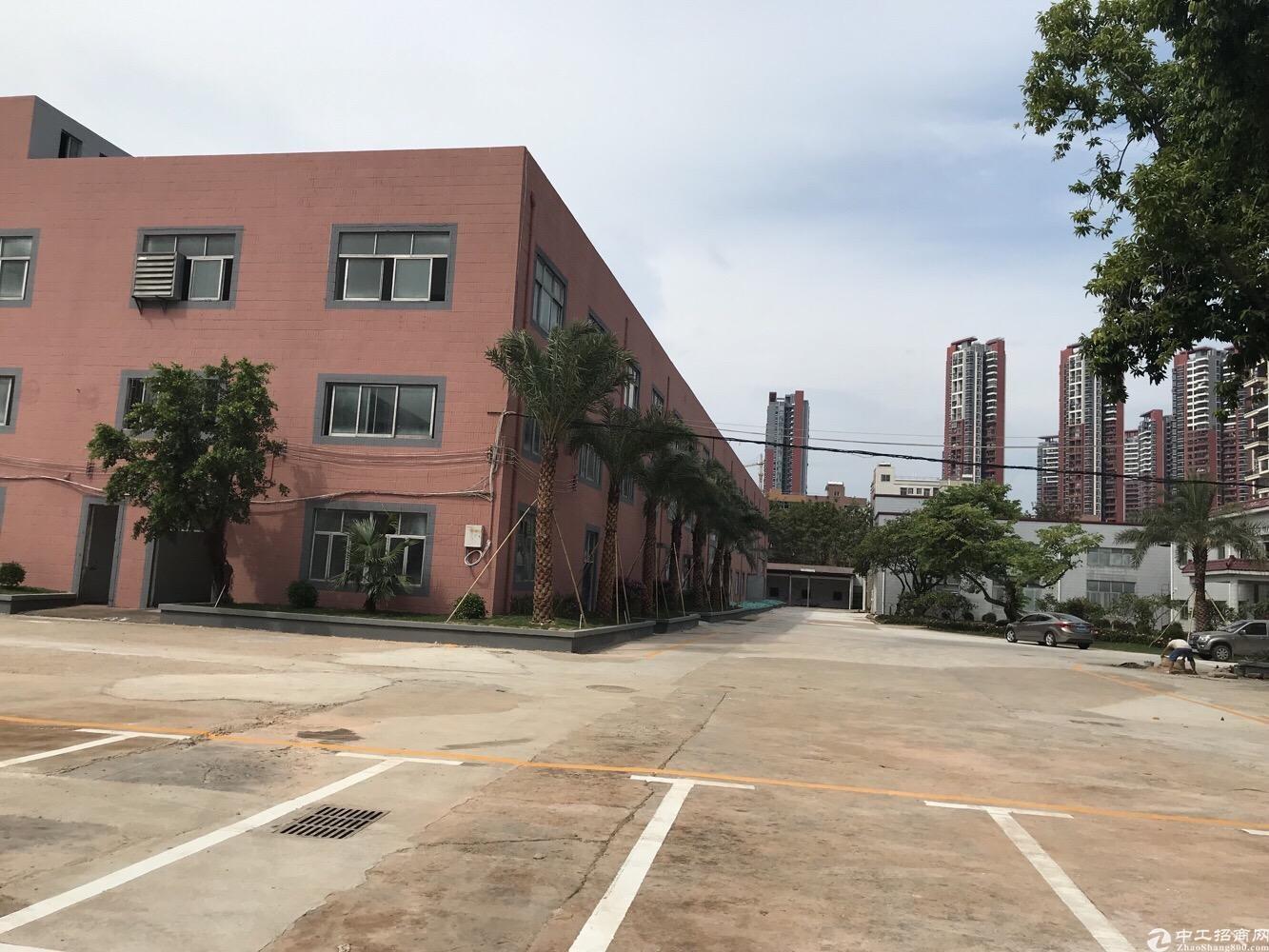 龙岗中心城新出独栋1楼2楼1100平厂房出租位置好空地大仓库