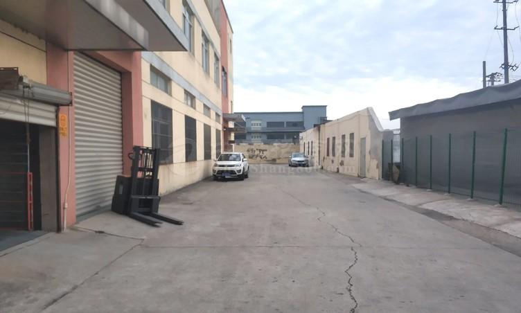 昆山张浦楼上1100平仓库厂房出租业主直租、园区整洁