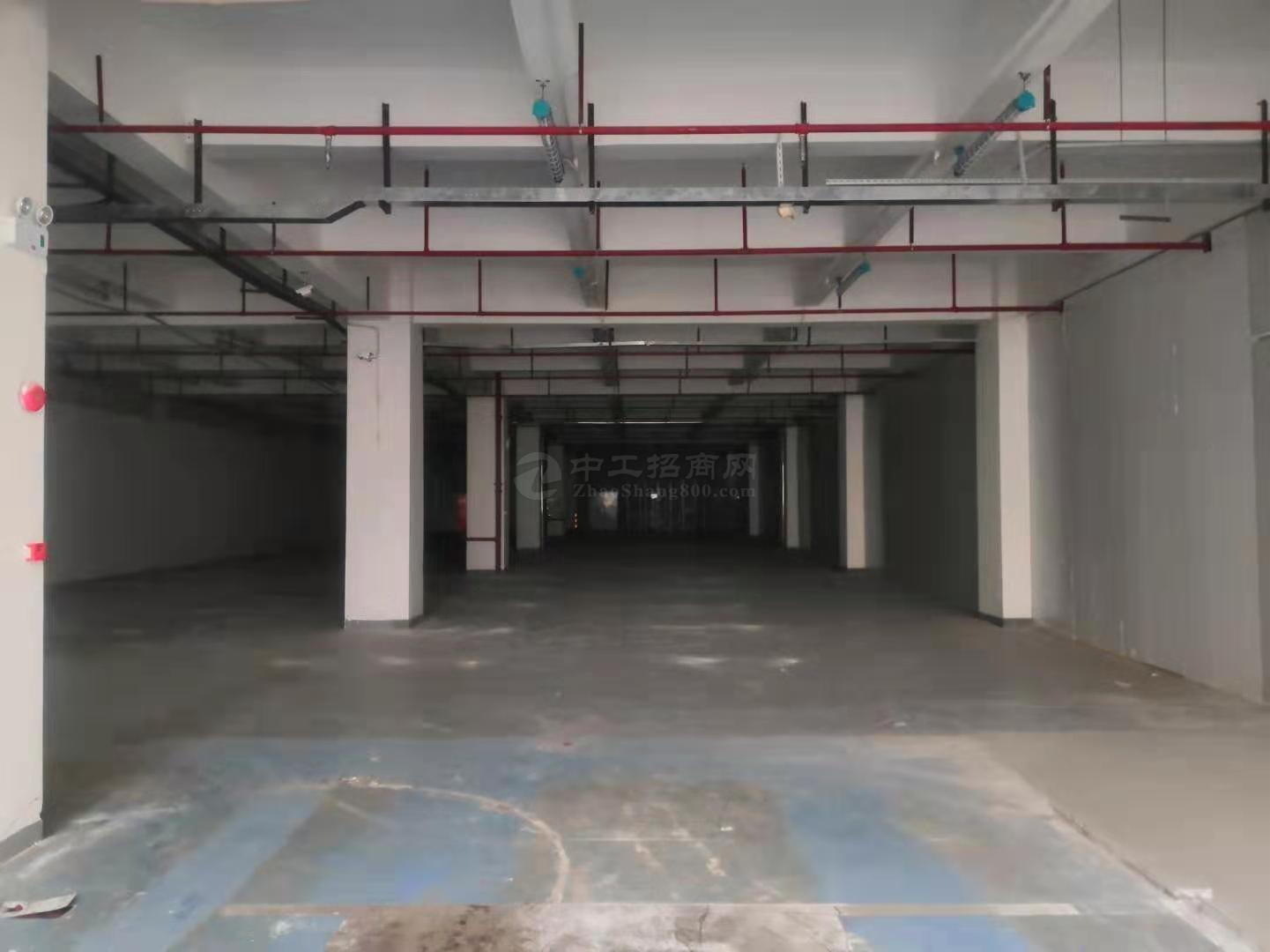 西乡固戍2250平一楼精装修厂房仓库30元1平免租一个月可进