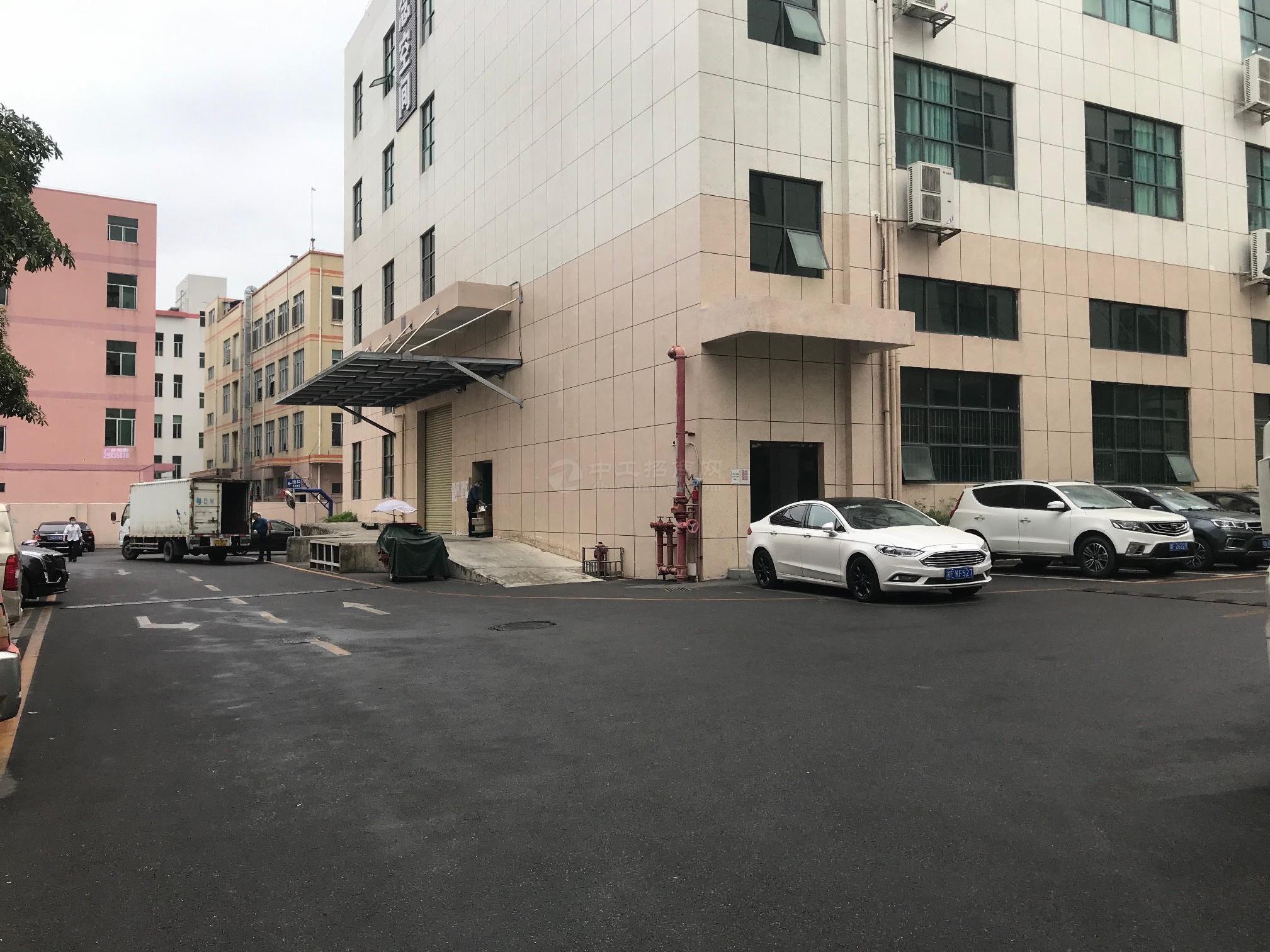 石岩原房东红本厂房一楼2280平米厂房仓库出租。