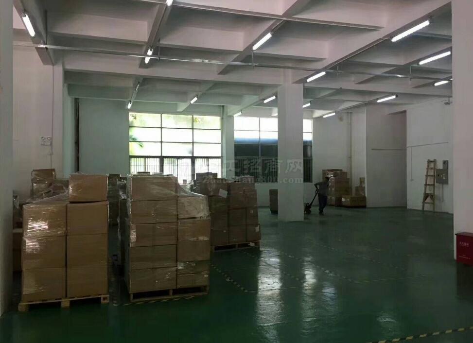 大型厂房,配有仓库,办公室,家具等齐全