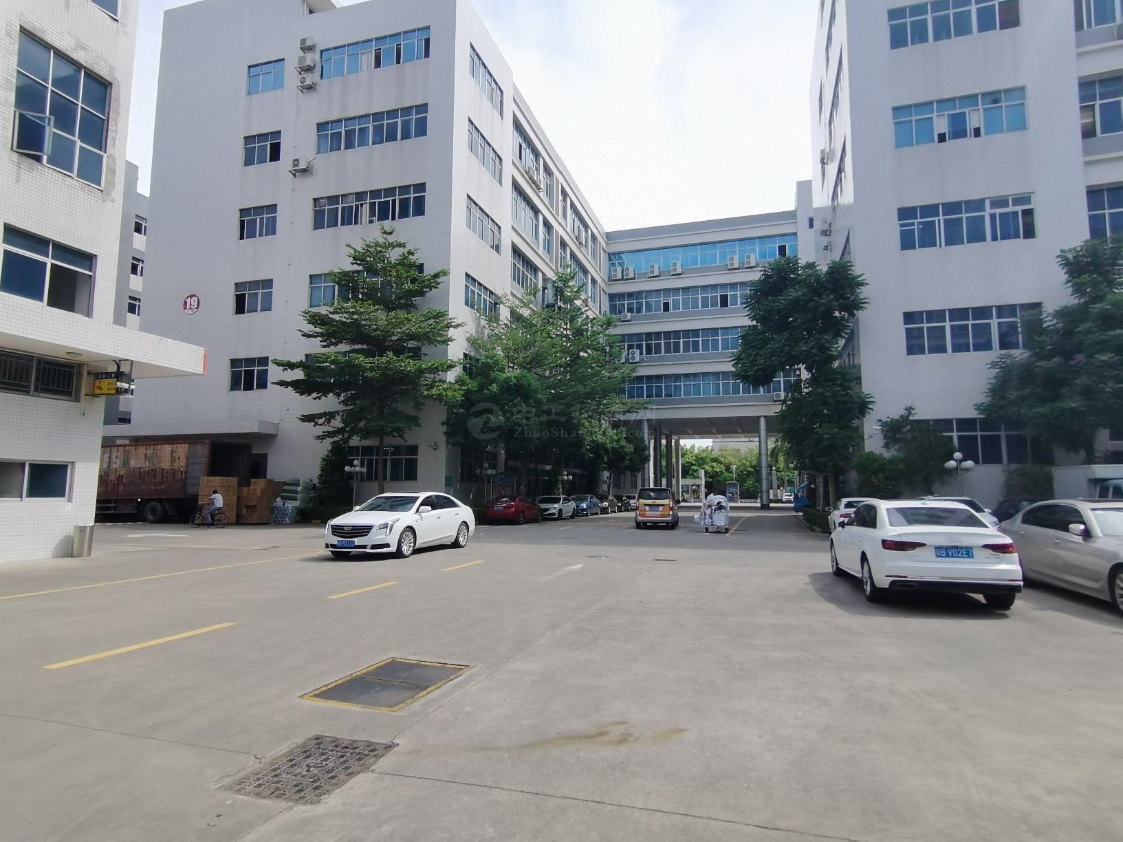 坂田2000平标准厂房仓库办公出租,超大空地,面积大小可分租