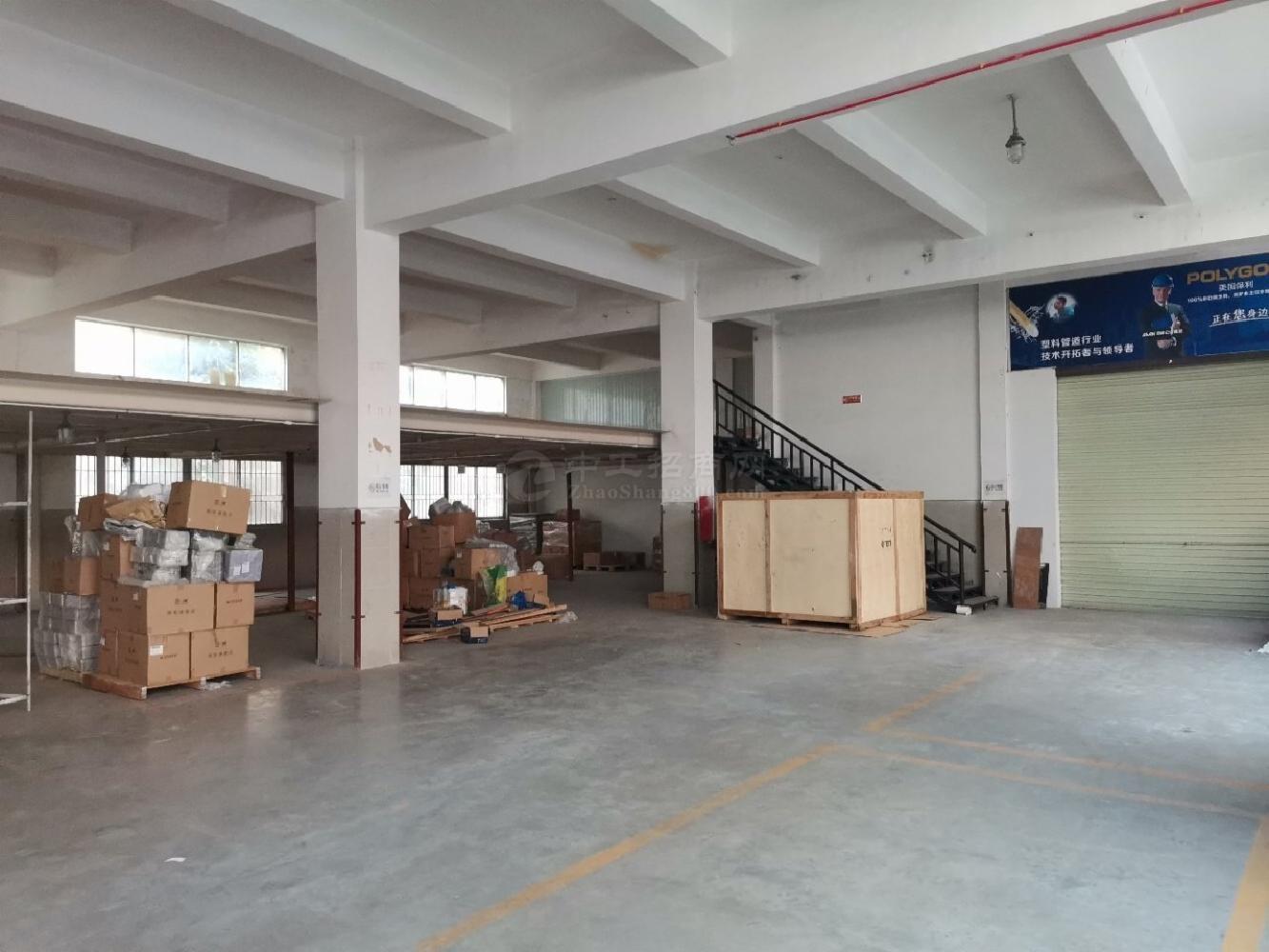 西乡,鹤洲桃园居附近,一楼带装修原房东840平厂房,仓库出租