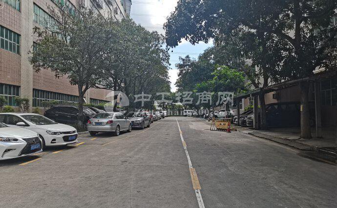 龙岗布吉秀峰地铁站附近新出8000平原房东直租电商仓库