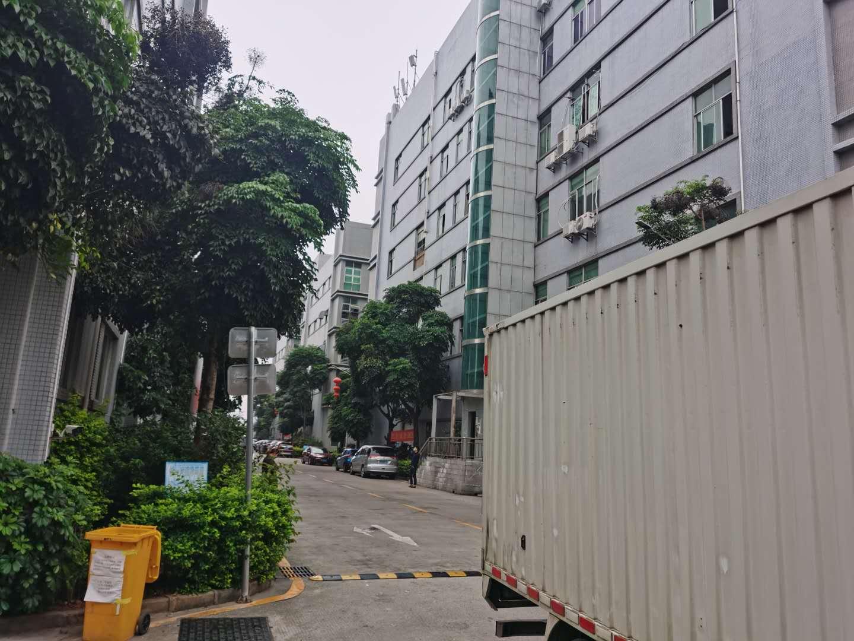 25元起租石岩第三工业区3万平厂房出租200起分租一楼仓库